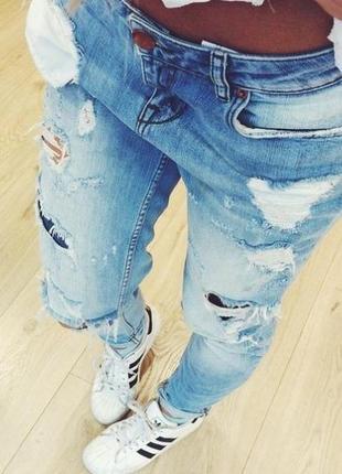 Рваные летние джинсы