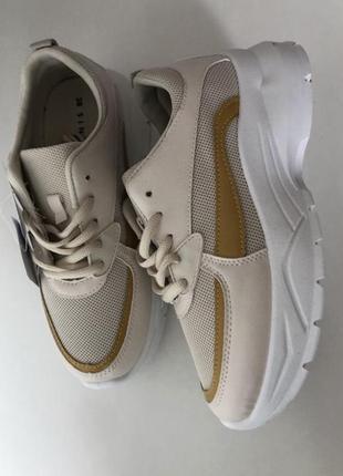 Нові кросівки sinsay
