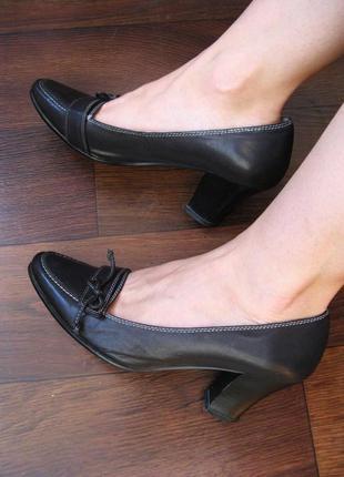Кожаные туфельки на невысоком устойчивом каблучке, в очень хорошем состоянии, р. 36