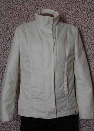 Куртка оснащена съемной флисовой подкладкой