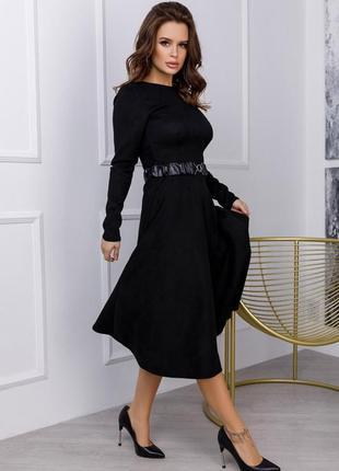 Замшевое приталенное классическое платье