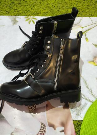 Чорні шкіряні лаковані черевики від about you