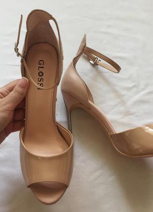Кожаные туфли на тонком стильном каблуке