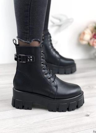 Ботинки зимние на высокой подошве со шнуровкой натуральная кожа