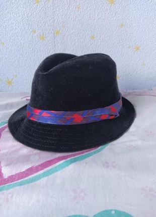 Велюровая шляпа