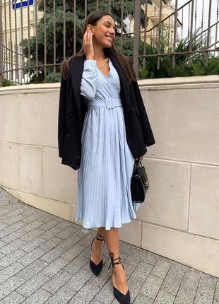 Платье миди с юбкой плиссе голубое