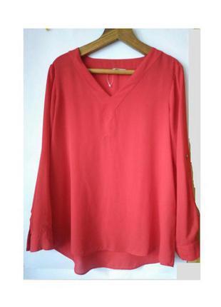 Яркая красная блузка