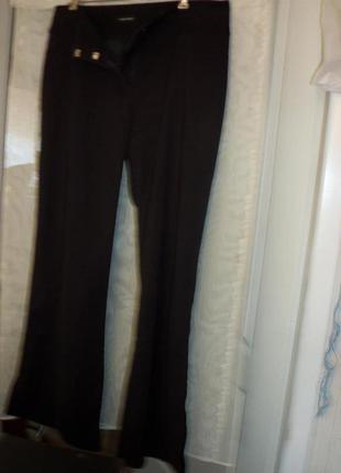 0чень плотные шелковистые брюки на приспущенном широком поясе, с разрезами. dunnes stores.