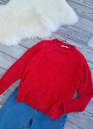 Красный плюшевый свитер