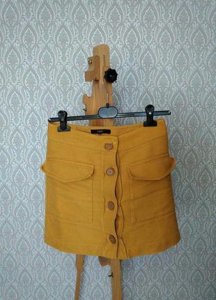 Актуальная, стильная юбка next горчичного цвета с кармашками и пуговицами спереди
