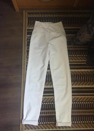 Стрейчевые джинсы с высокой посадкой