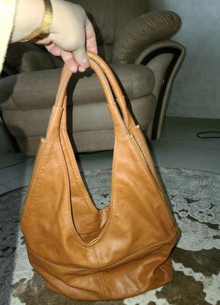 Шкіряна легка жіноча сумка,100% шкіра,в гарному стані.