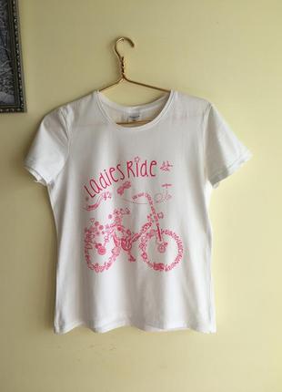 Белоснежная милая футболочка, м размер