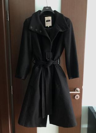Чёрное шерстяное длинное пальто с поясом