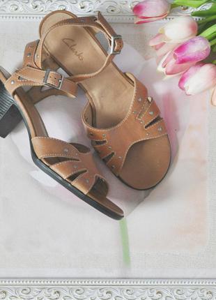 Босоножки clarks на устойчивом каблуке