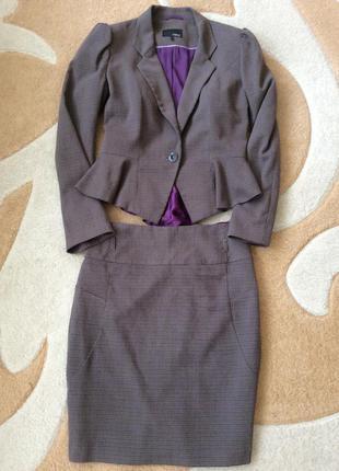 Шикарный стильный деловой костюм для офиса. пиджак и юбка. размер м.