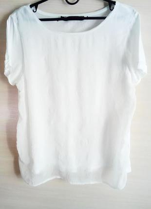 Стильная футболка zara basic c объемным рисунком спереди! размер m.