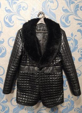 Стеганое пальто кож зам с мехом. дорогое