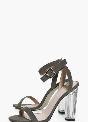 Стильные босоножки с прозрачным каблуком