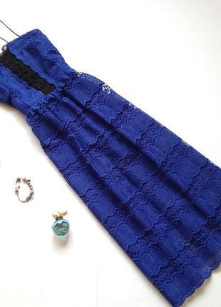 Синее кружевное платье миди