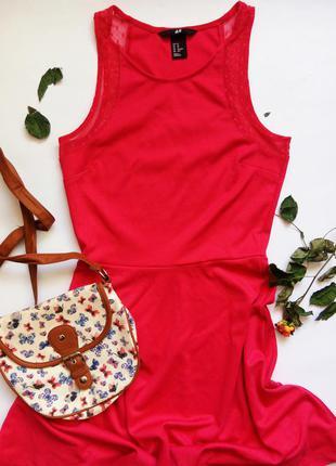 Шикарное платье по фигуре с интересными вставками,xs/s
