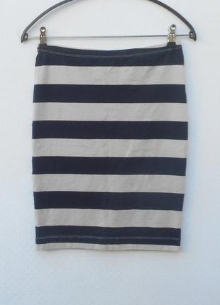 Трикотажная облягяющая юбка карандаш  в полоску