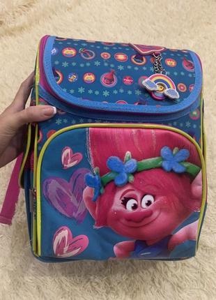 Каркасный школьный рюкзак для девочки с троллями перше вересня