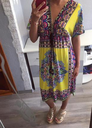 Красивое яркое платье миди под купальник с глубоким вырезом , сарафан
