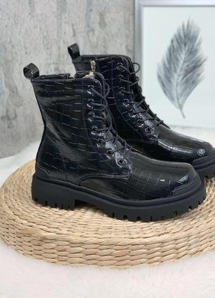 Стильные лаковые ботиночки зимние