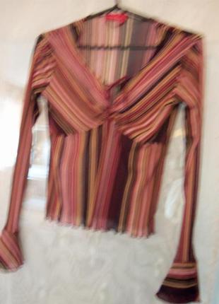 Славная легенькая блузочка с модными полосками и шнуровкой.