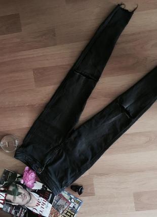 Джинсы стильные рваные с дырками на коленях с завышенной талией
