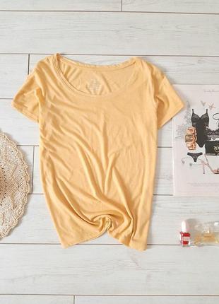 Стильная лакоричная футболка в пастельном цвете