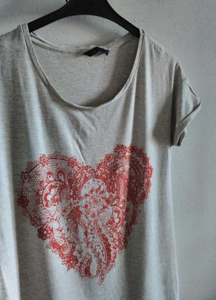 Замечательная футболка отличного качества marks&spenser 50% скидка на вторую вещь!!!