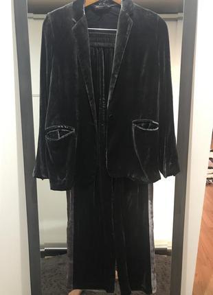 Брючный бархатный костюм