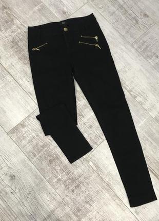 Класні чорні джинси