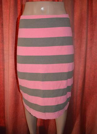 Яркая юбка в широкую полоску