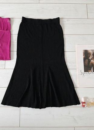 Базовая черная вязаная в рубчик юбка мидакси
