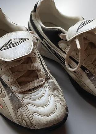Детские футбольные кросовки бутсы umbro размер 32