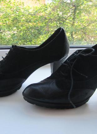 Повседневные черные туфли на шнуровке
