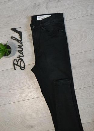 Стильные джинсы скинни с высокой посадкой