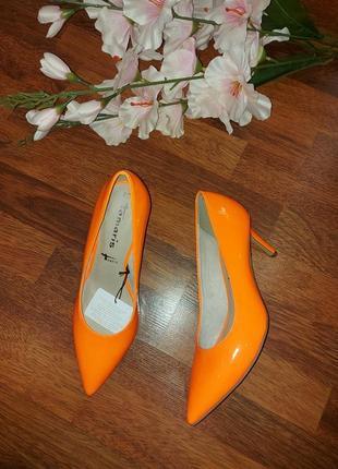 Яркие туфли лодочки tamaris 40eur -25.5-26cm