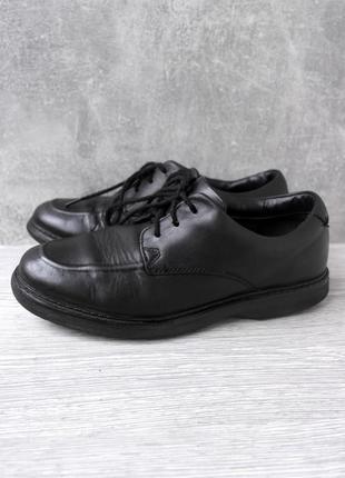Стильные классические кожаные туфли clarks. размер uk3,5/ eur35,5.