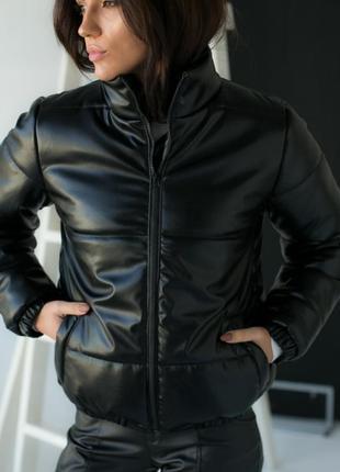 Стильна тепла красива куртка еко шкіра холлофайбер