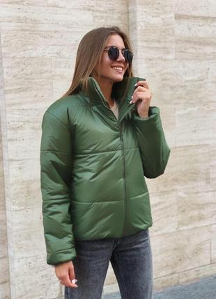 Красива стильна зручна куртка на синтепоні