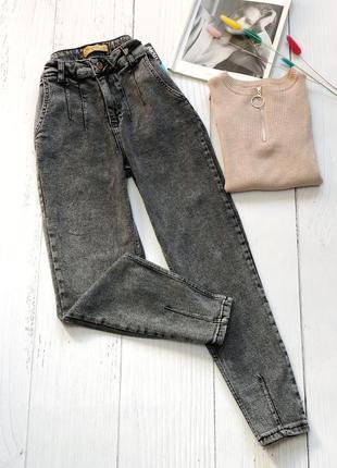 Графитовые мом джинсы с защипами сверху и снизу