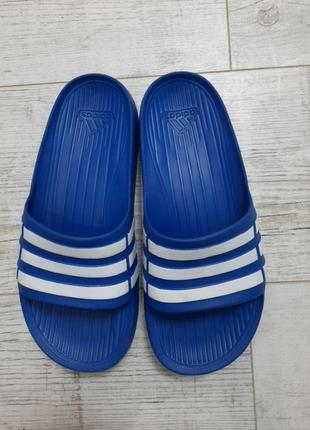 Оригинальные шлепки adidas