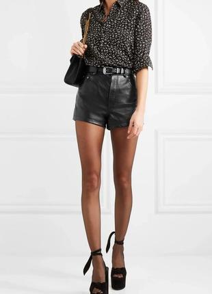 Черные кожаные короткие шорты высокая талия посадка с подворотами