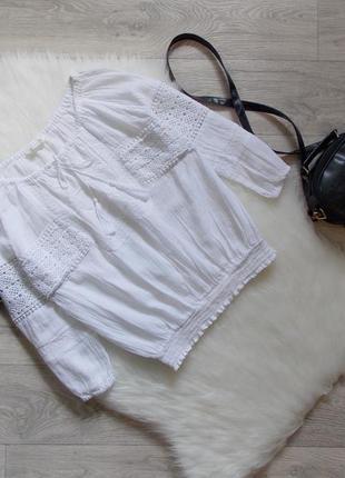 Блуза с элементами кружева и с завязками