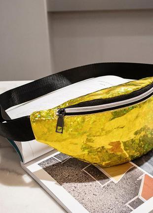 Блестящая женская сумка бананка золота (желтая)