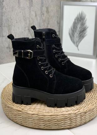Новые женские замшевые  зимние чёрные ботинки на грубой подошве